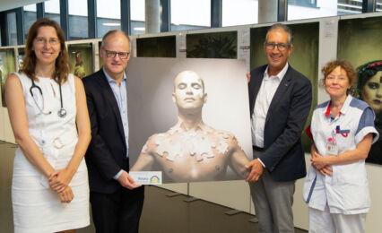 Warriors Against Cancer Overhandiging Foto